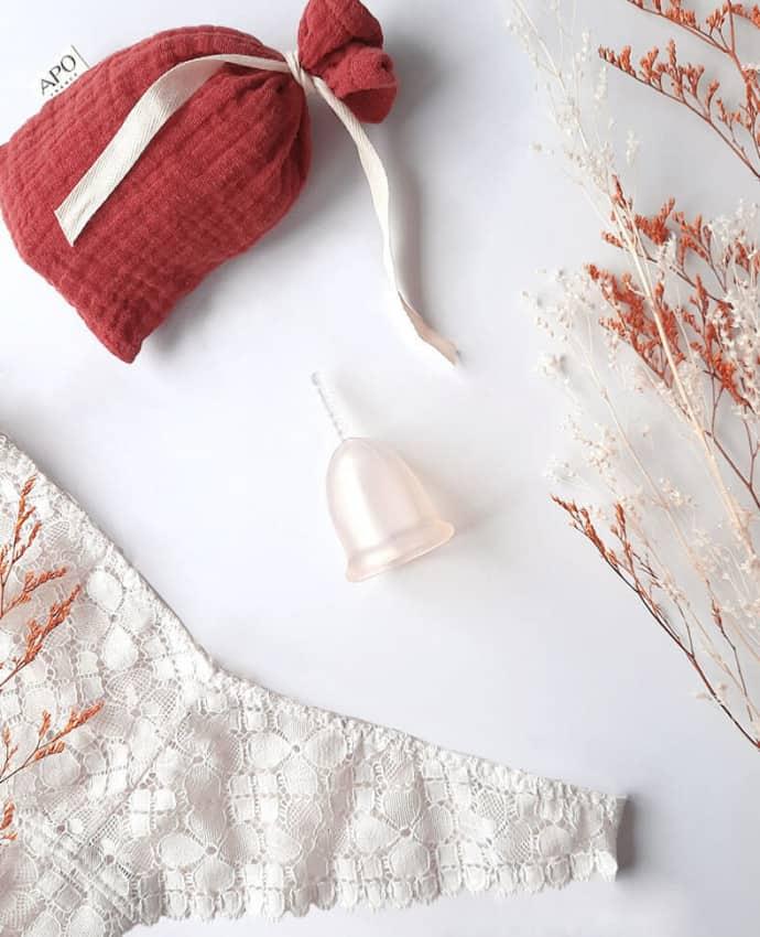 Cup menstruelle et son pochon