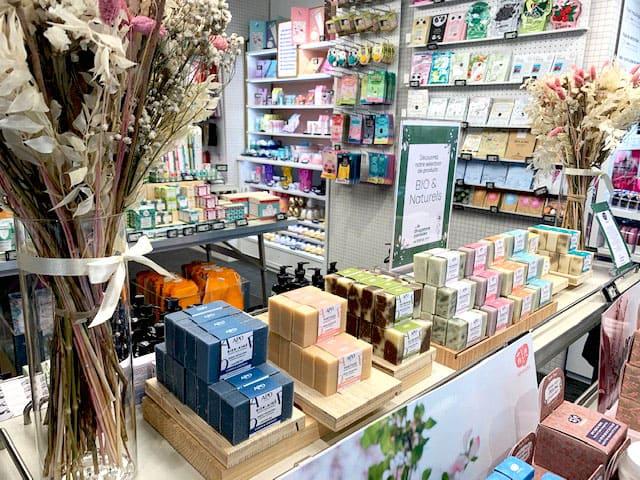 APO en ventes chez Drugstore Parisien